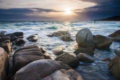 Заход солнца в морском побережье Паттайя стоковое фото rf