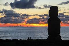 Заход солнца в острове пасхи, Чили Стоковые Фотографии RF