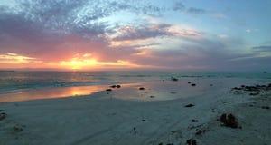 Заход солнца в панораме пляжа Cervantes Стоковое Изображение