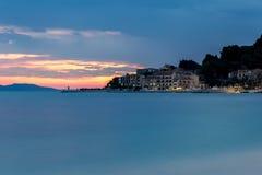 Заход солнца в прибрежном городе Podgora, Хорватии Стоковая Фотография