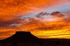 Заход солнца в пустыне Сахары, гора таблицы Стоковая Фотография RF