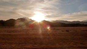 Заход солнца в пустыне Стоковые Фото