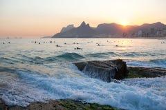 Заход солнца в пляже Ipanema Стоковые Изображения RF