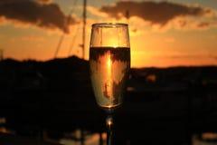 Заход солнца в стекле шампанского Стоковые Изображения RF