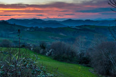 Заход солнца в холмах центра Италии Стоковая Фотография
