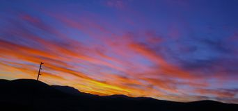 Заход солнца в холмах стоковая фотография rf