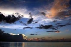Заход солнца в ямайке, пляже 7 миль, карибском море Стоковые Изображения