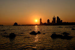 Заход солнца в qingdao стоковые изображения