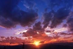 Заход солнца горной цепи стоковые изображения
