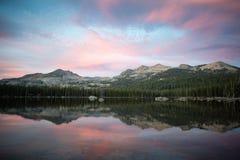 Заход солнца горы на озере Wrights Стоковое Изображение