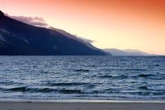 Заход солнца горы на предпосылке моря Норвегии Стоковые Изображения RF