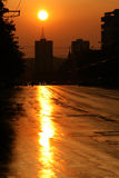Заход солнца лета над горизонтом города Стоковое Изображение RF