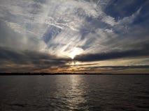 заход солнца лета реки вечера стоковые изображения