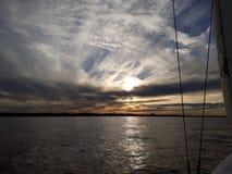 заход солнца лета реки вечера стоковое изображение