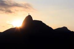 Заход солнца за горой Corcovado Христосом спаситель, Рио de Ja Стоковые Фото
