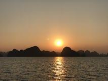 Заход солнца залива Вьетнама Halong Стоковое Изображение