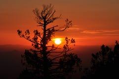 Заход солнца за Mountians Стоковое Изображение RF