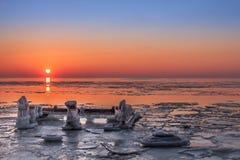 Заход солнца зимы на Балтийском море Стоковые Фотографии RF