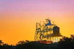 Заход солнца знака Портленда стоковое фото rf