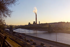 Заход солнца и взгляд реки Москвы Стоковые Изображения RF