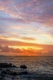 Заход солнца и вода затишья на beal пляже Стоковое Изображение