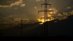 Заход солнца и линии электропередач сток-видео