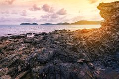 Заход солнца или восход солнца моря в сумерк с небом и облаком Стоковое Изображение RF