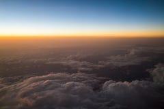Заход солнца или восход солнца осмотренные от самолета Стоковое Изображение