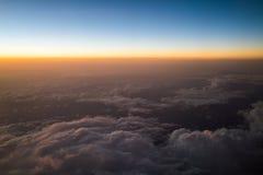 Заход солнца или восход солнца осмотренные от самолета Стоковая Фотография RF
