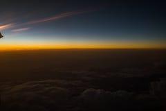 Заход солнца или восход солнца осмотренные от самолета Стоковые Изображения