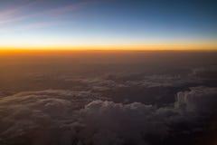 Заход солнца или восход солнца осмотренные от самолета Стоковые Фото