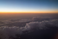 Заход солнца или восход солнца осмотренные от самолета Стоковое Фото