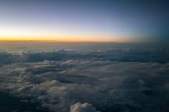 Заход солнца или восход солнца осмотренные от самолета Стоковое Изображение RF