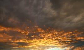 Заход солнца или восход солнца с облаками Стоковые Изображения RF