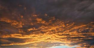 Заход солнца или восход солнца с облаками Стоковые Фото