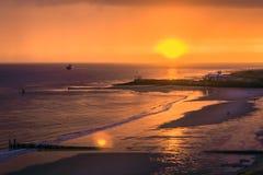 Заход солнца или заход солнца на море Стоковые Изображения RF
