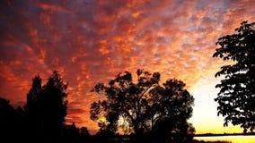 Заход солнца и красные облака в небе Стоковое фото RF