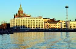 Заход солнца и красный собор в Хельсинки Стоковое Изображение