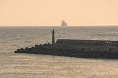 Заход солнца и маяк Стоковые Изображения