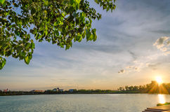 Заход солнца и озеро Стоковые Фотографии RF