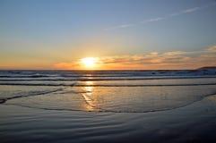 Заход солнца и океан Стоковые Фотографии RF