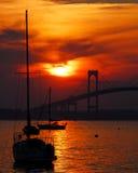 Заход солнца и парусники в Ньюпорте, Род-Айленде Стоковое Изображение