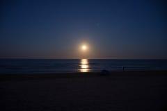 Заход солнца и поднимать луны Стоковое фото RF