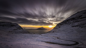 Заход солнца и снег, Nordadalur, Фарерские острова, Дания, Европа Стоковая Фотография