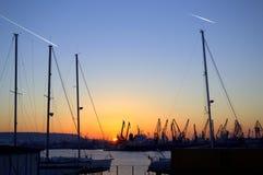 Заход солнца и 2 трассировки в небе Стоковые Изображения RF