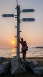 Заход солнца и тропический пляж и ослаблять Стоковые Фотографии RF