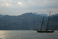 заход солнца корабля sailing ландшафта 3d Стоковая Фотография RF