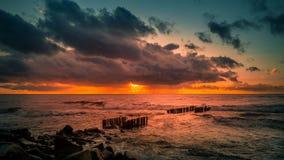Заход солнца Красивый заход солнца Чёрное море Заход солнца моря золота Море изображения Стоковая Фотография RF