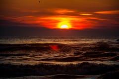 Заход солнца Красивый заход солнца Чёрное море Заход солнца моря золота Стоковое Изображение RF