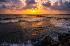 Заход солнца Красивый заход солнца Чёрное море Заход солнца моря золота Море захода солнца Стоковые Фотографии RF